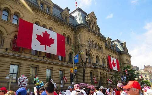 加拿大留学人数增多!中国学子申请加拿大留学,需要哪些申请材料?