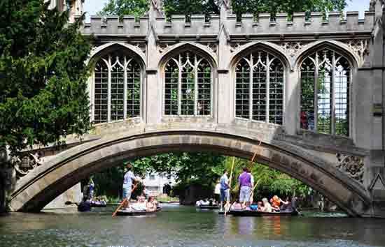 圣约翰学院与叹息桥.jpg