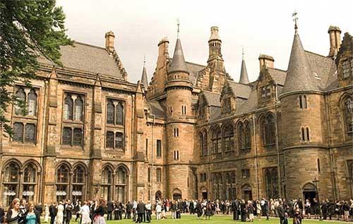 英国留学中介费用是多少