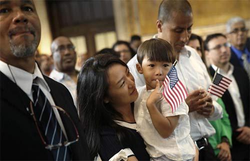 去看美国留学生,在签证申请时一定要带上这些材料!
