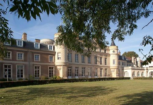 一部电视剧将法国高等翻译学院,带入大众视野