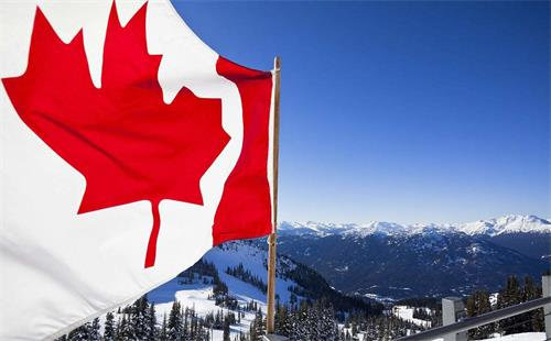 加拿大国旗和山脉.jpg