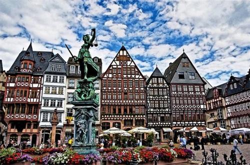 德国街道塑像.jpg