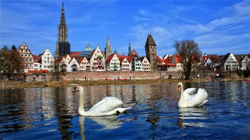 德国湖面风光.jpg