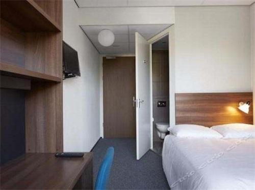 Student Hotels.jpg