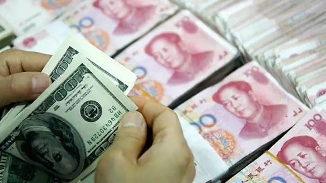人民币又双叒叕贬值了!留学生学费多出2万!