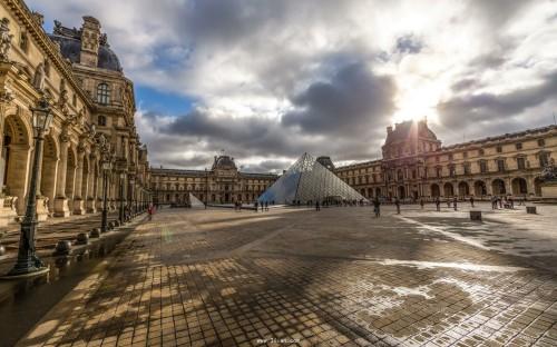 苍了个天!法国外国留学生注册费狂涨近20倍!