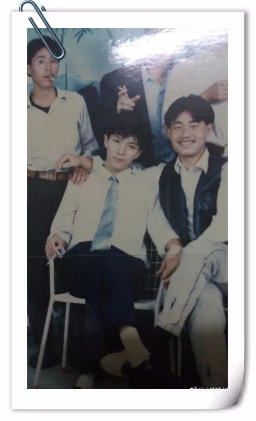 """@小楠楠4869:同学爸爸的同学,被认为帅得""""惨绝人寰""""。"""