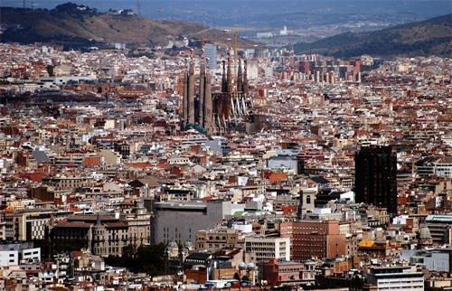 西班牙市区.jpg